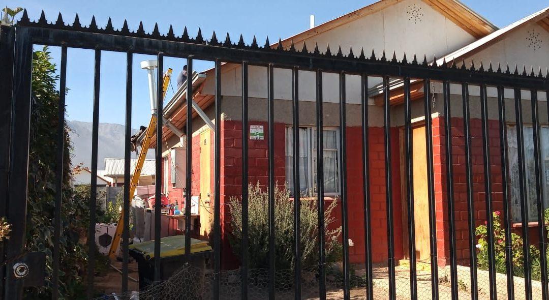 Instalan Paneles Solares en viviendas de Villorrio en Pirque